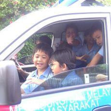 Pak Polisi Main Sulap dan Ajak Naik Mobil Patroli Saat Mengajar TK