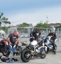 Melintasi Berbagai Negara dengan Motor Demi MotoGP
