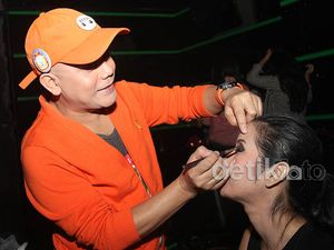 Ozy Syahputra Jadi Make-up Artist