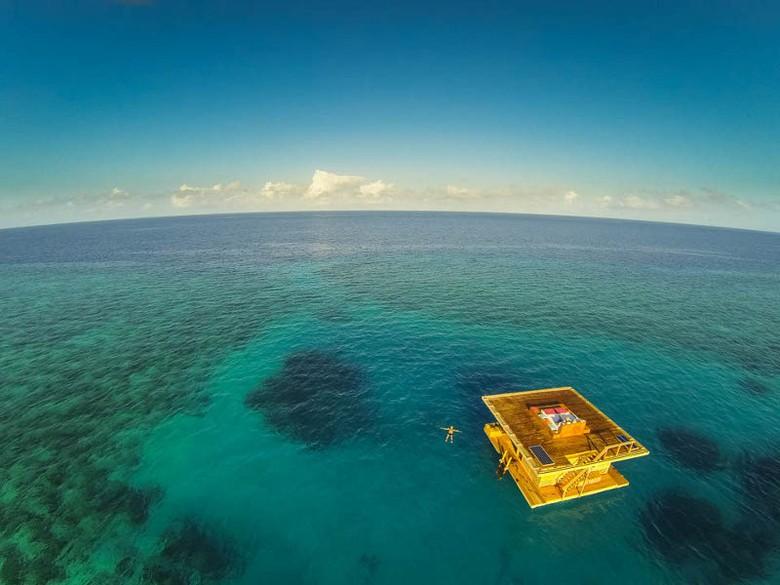 Inilah The Underwater Room yang mengambang di Samudera Hindia (Jesper Anhede/The Manta Resort/anhede.se)