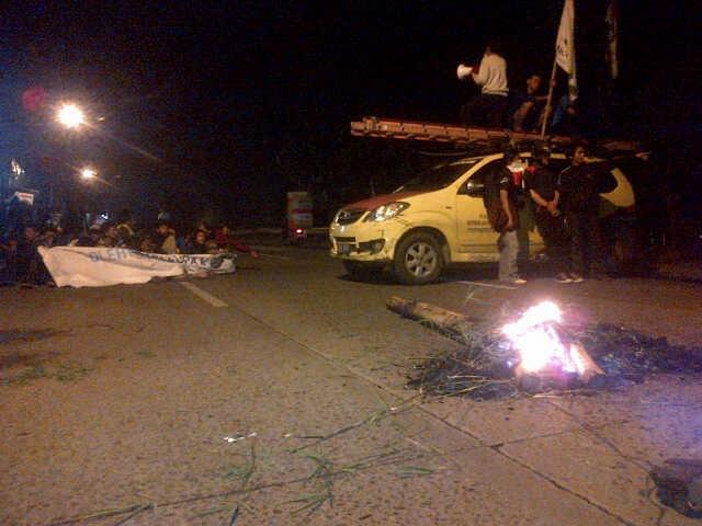 Demo di Depan Kampus IISIP, Mobil PLN Dibajak dan Dijadikan Panggung Orasi