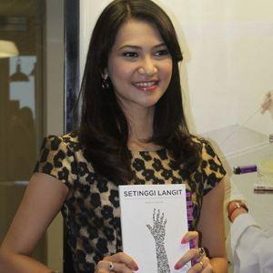 Mengenal Angkie Yudistia, Tunarungu yang Menembus Batas Lewat Tulisan