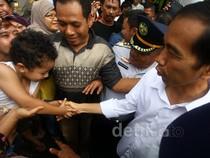 Jokowi Tinjau Banjir Kebon Baru