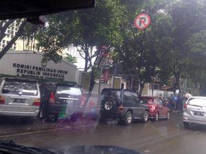 Rambu Dilarang Parkir Sekedar Pajangan