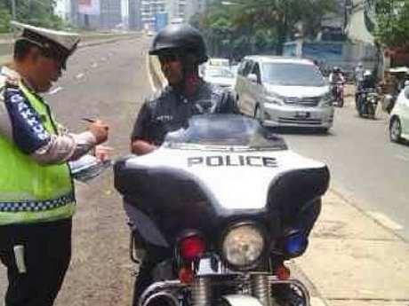Polisi Tilang Moge Police di JLNT