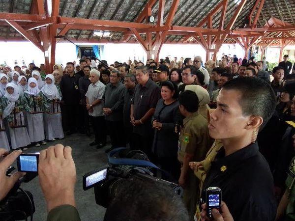 Tiba di SMPN 1 Kuningan, SBY Disambut Lagu Ciptaannya Mentari Bersinar