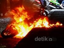 Motor Terbakar di Kolong Semanggi