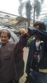 Duo Pencopet di Kopaja P20 Menyerah Setelah Dikepung Warga di Halte Pejaten