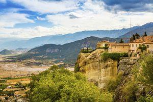 Yang Belum Anda Tahu di Eropa, Biara di Atas Awan!