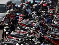 Korban Banjir Parkir Motor, Jl. Jatinegara Barat Macet
