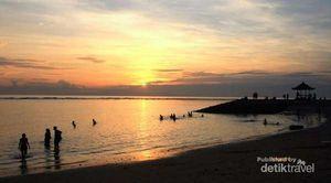 Turis di Bali Harap Menjauhi Pantai Dampak Tsunami Chili