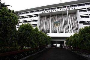 Maling Pulsa Didenda, Penjual iPad Dipenjara