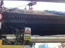 Penjelasan Kontraktor tentang Jembatan Blok G Tanah Abang yang Miring