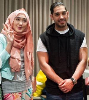 Dian Pelangi Jadi Bintang Video Klip Penyanyi Asal Inggris, Saif Adam