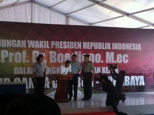 Boediono Tulis Prasasti Dukungan Jalur Ganda Kereta di Bojonegoro