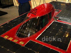 Menteri M Nuh Pamerkan Mobil Listrik