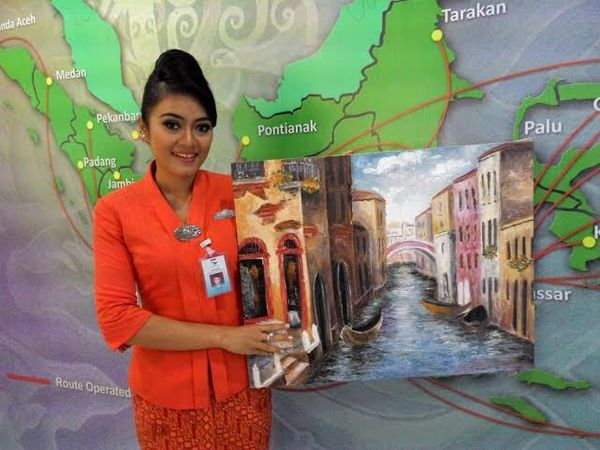 Perkenalkan, Ini Inanike Agusta Pramugari Cantik Garuda Indonesia yang Salat di Pesawat