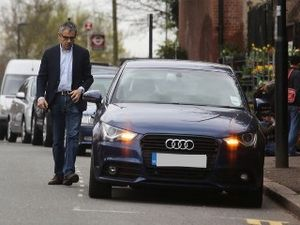Benarkah Mr Bean Bosan dengan Mobil Super?