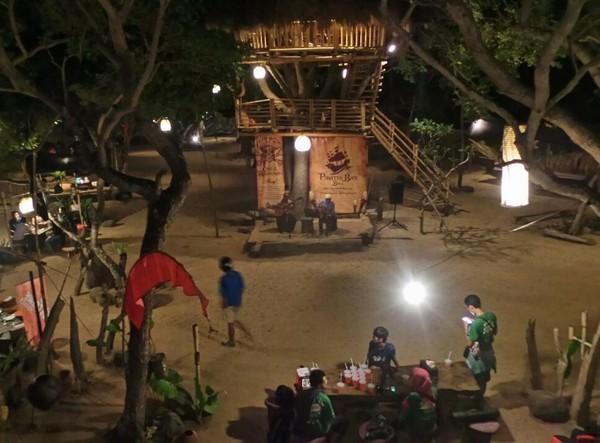 Usai Bertualang di Bali, Terdampar di Kapal Bajak Laut!