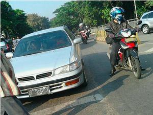 Pengguna Motor dan Mobil yang Sayang Pejalan Kaki