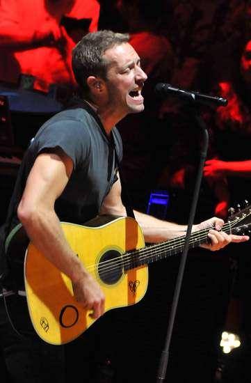 Nyanyi Bareng Coldplay di Royal Albert Hall