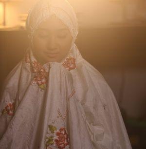 Ini Dia Penampilan Dian Pelangi di Video Klip Terbaru Saif Adam