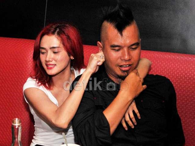 Ow ow, Ahmad Dhani dan Mulan Jameela Ngapain Tuh?