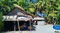 Rumah penduduk pulau Gili Labak
