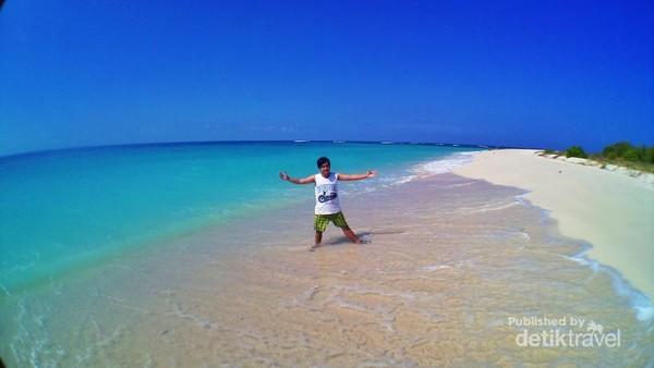 Narsis dulu di pulau Gili Labak