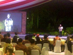 Taufik Ismail dan Dewi Yull Bacakan Puisi Karya SBY