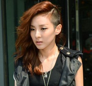 Korean Style: Idola K-pop Wanita Berpotongan Rambut Ekstrem