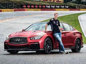 Vettel Pamerkan Mobil Spesial Infiniti