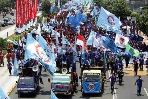 Upah Rp 2,4 Juta/Bulan, Buruh: Nggak Bisa Liburan ke Bali