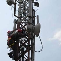 Tifatul Rombak Frekuensi 800 MHz