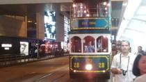 Menikmati Jam Sibuk Lalu Lintas Hongkong dari Atas Trem Antik