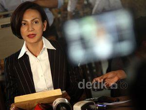 Dukung Jokowi, Wanda Hamidah Dipecat