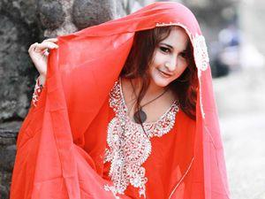 Pasca Foto Mesum PNS, Rinada Tampil dengan Kaftan