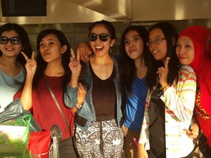 Ekspresifnya Penonton Premiere Haji Backpacker di Makassar