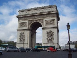 Monumen Keren Tak Sekadar Patung & Bangunan