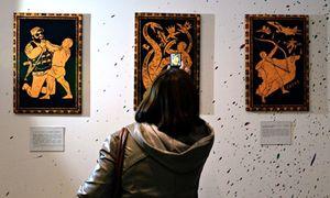 Ultah ke-62, Vladimir Putin Dibuatkan Lukisan ala Hercules