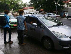 Ojek Mobil Transportasi Andalan di Myanmar