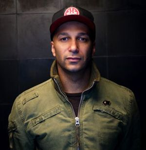 Kecam Penembakan, Tom Morello Bagikan Lagu Marching on Ferguson