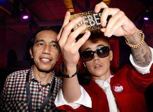 Selfie Jokowi dengan Justin Bieber yang Hebohkan Dunia Maya