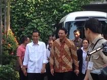 Ahok Antar Jokowi dan Keluarga ke Istana Pakai Minibus