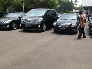 Mobil-mobil Mewah di Pelantikan Menteri Jokowi
