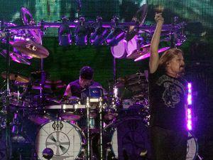 Gempuran Tiga Jam dalam Konser Kedua Dream Theater di Jakarta