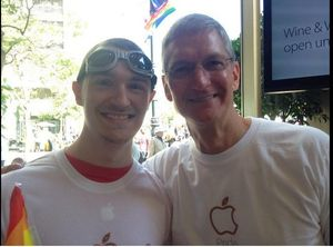 Aksi CEO Apple di Parade LGBT