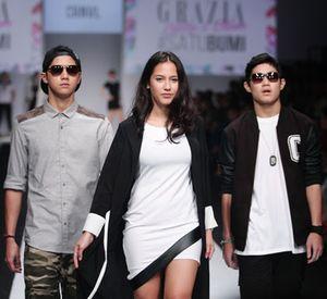 Foto: Mengintip Busana Rancangan Selebriti di Jakarta Fashion Week 2015