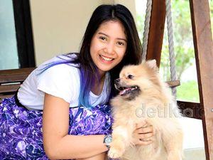 Cute... Dhea Seto dan Anjing Kesayangannya