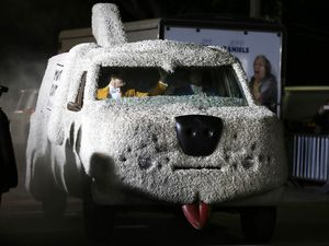 Mobil Anjing Dumb and Dumber To
